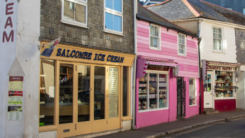 Shops and restaurants in Salcombe