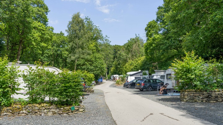 Hill of Oaks Lodge & Caravan Park