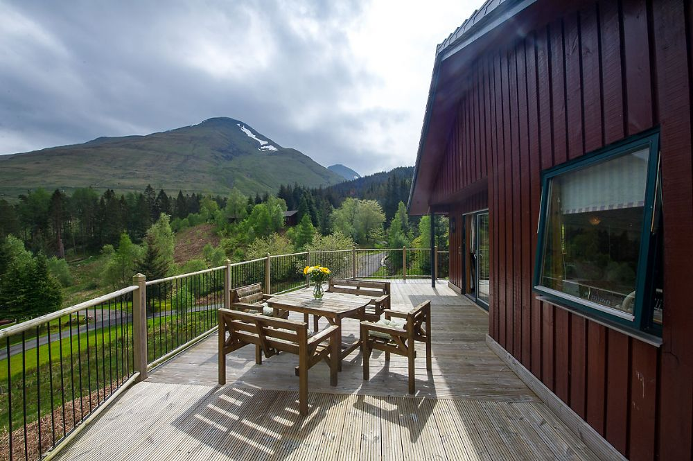 Pinemarten Lodge decking with table and chairs